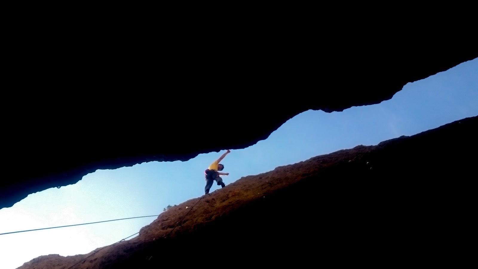Escalando en Calcena:  el paraíso del grado medio.